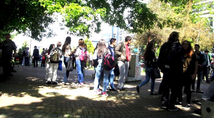 Владата апелира средношколците да се вратат на настава