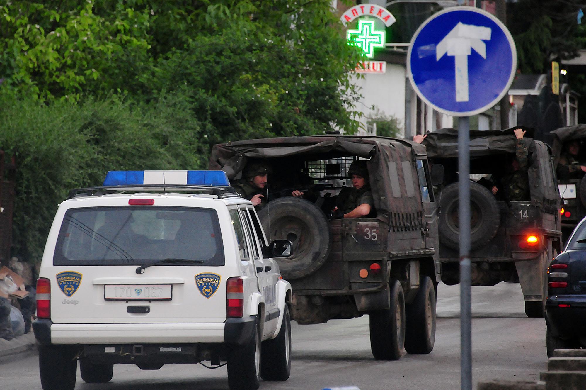 Шестмина полицајци загинаа во судирите во Куманово