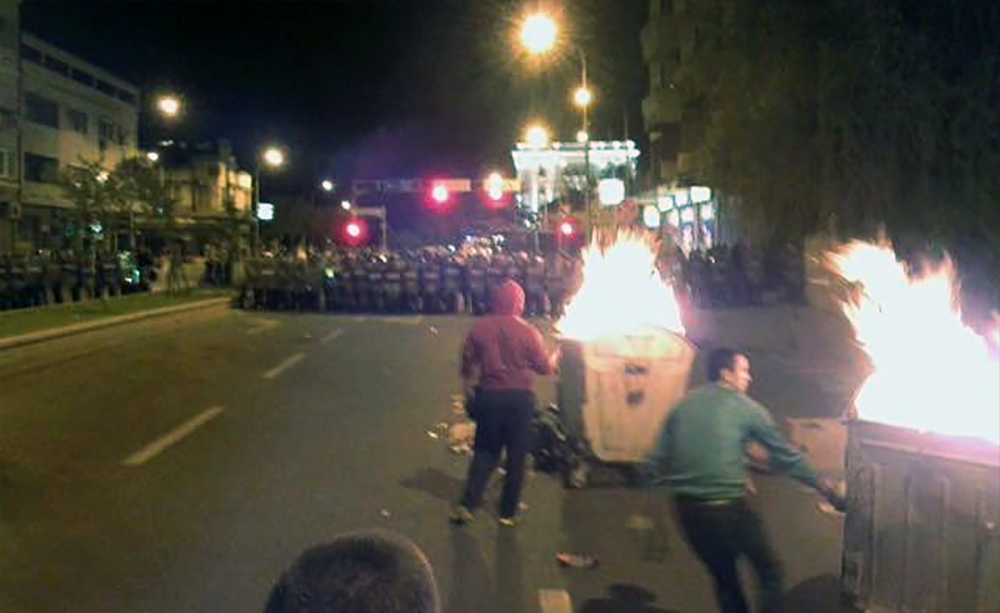 Жестоки судири пред Владата: Полициските специјалци ги потиснаа демонстрантите
