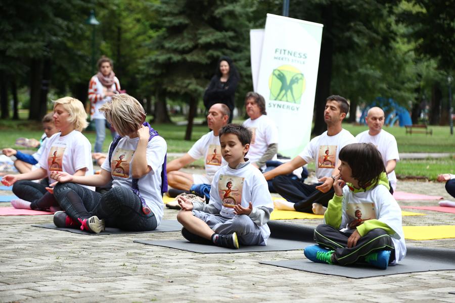 ФОТО: Интернационалниот ден на јога одбележан и во Македонија