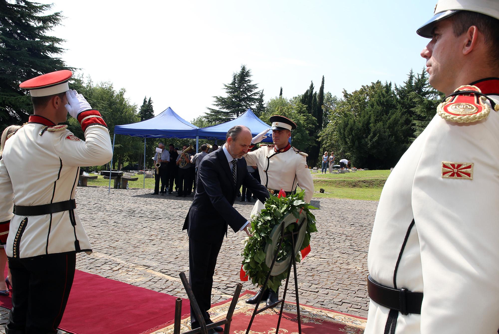 ФОТО: Одадена почит за жртвите од катастрофалниот земјотрес во Скопје