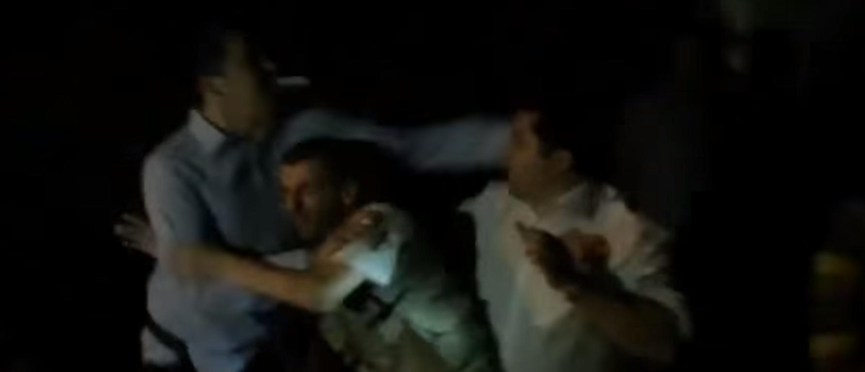 Инцидент помеѓу новинарите: Пред резиденцијата на ЕУ се степаа Саше Политико и Александар Сарма