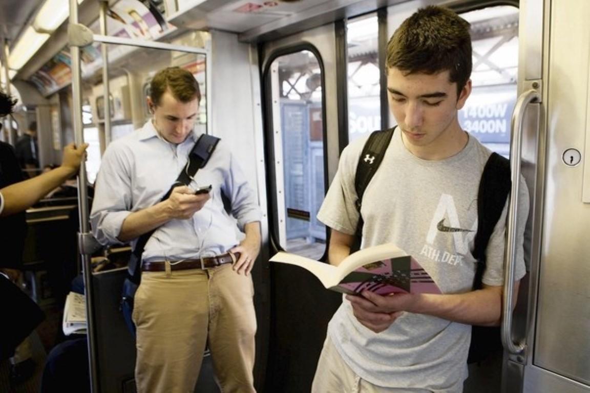 Бесплатен јавен превоз за секој кој чита книга