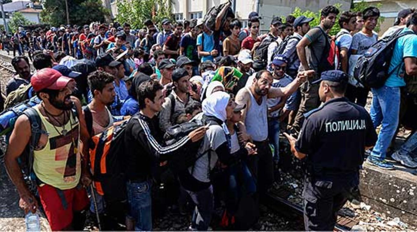 Полицијата и АРМ долж границата, се пропуштаат ограничен број мигранти