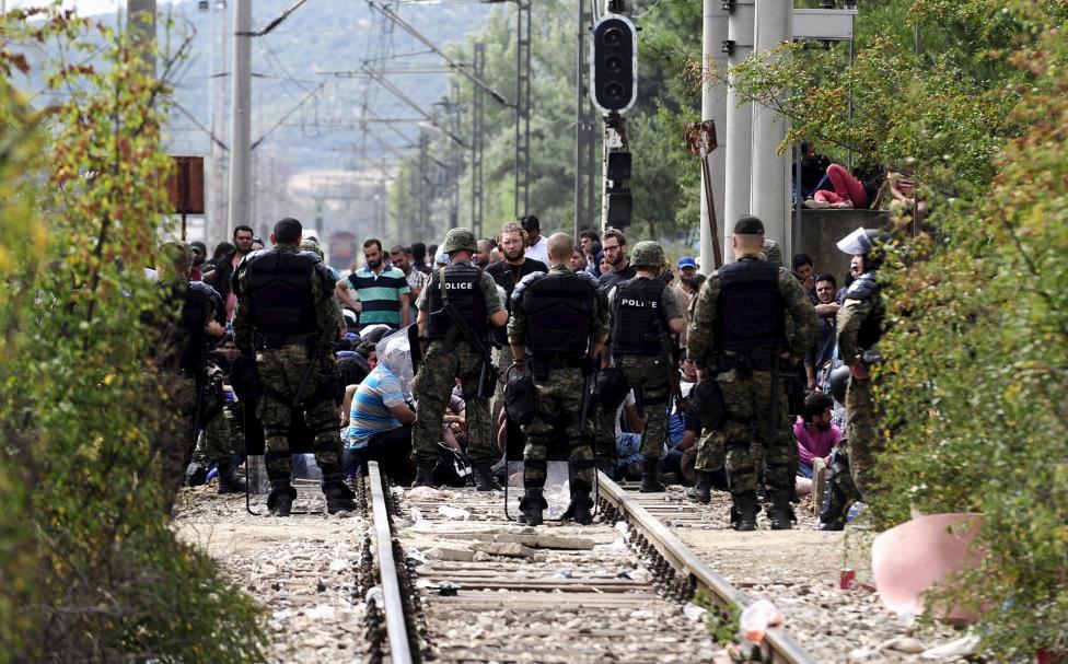 Полицијата и АРМ ја контролираат состојбата со мигрантите на границата