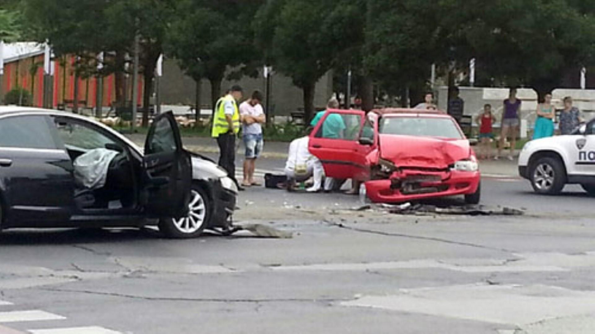 Тројца повредени во тешка сообраќајна несреќа во скопски Аеродром
