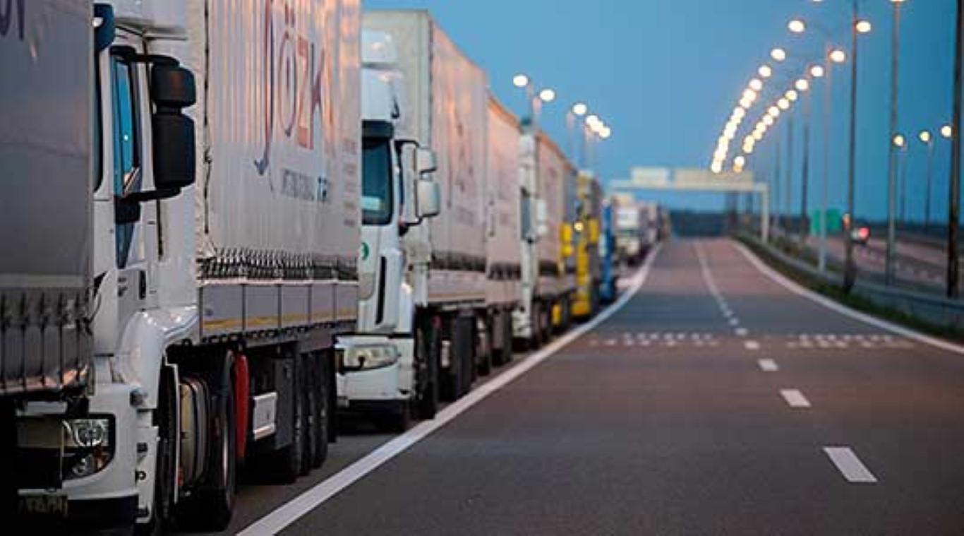 Стотина македонски камиони заглавени на Батровци