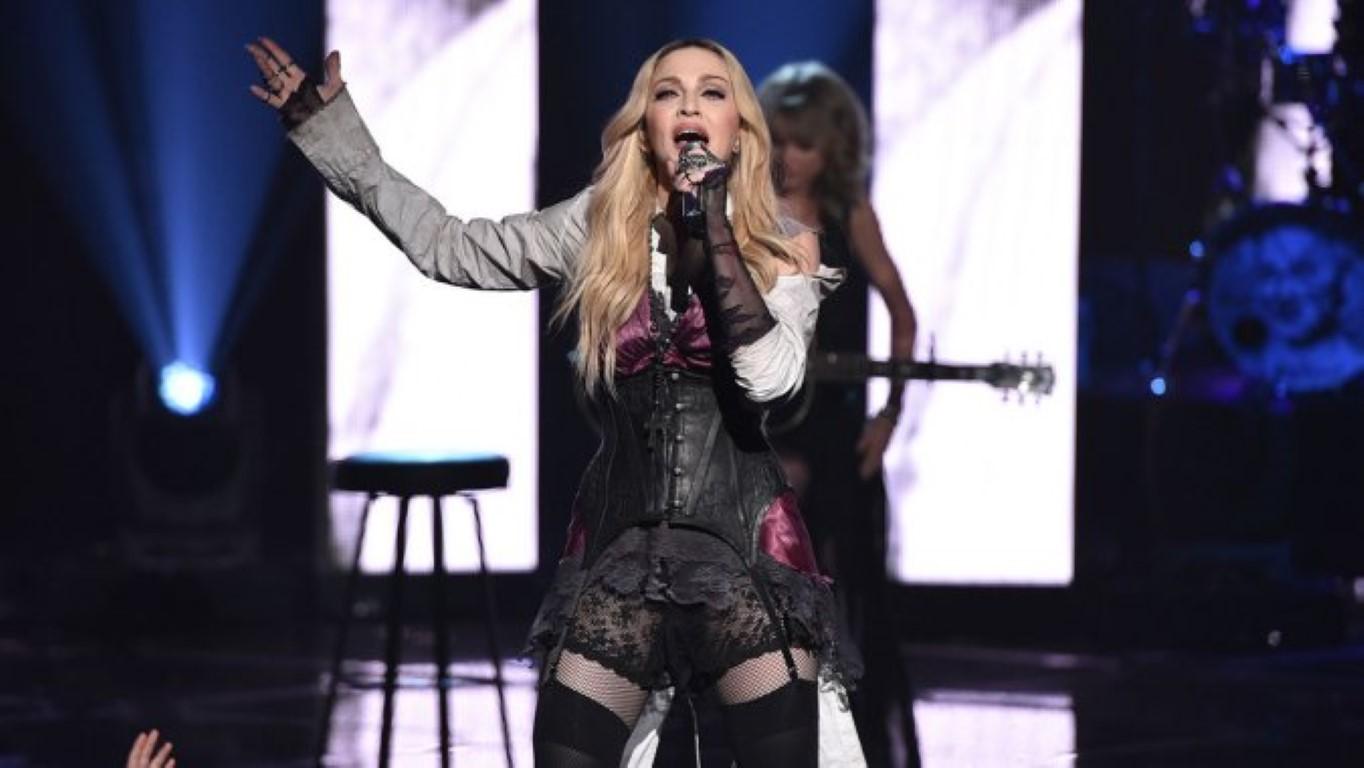 Мадона: Папата Франциско или ме копира или е вљубен во мене!