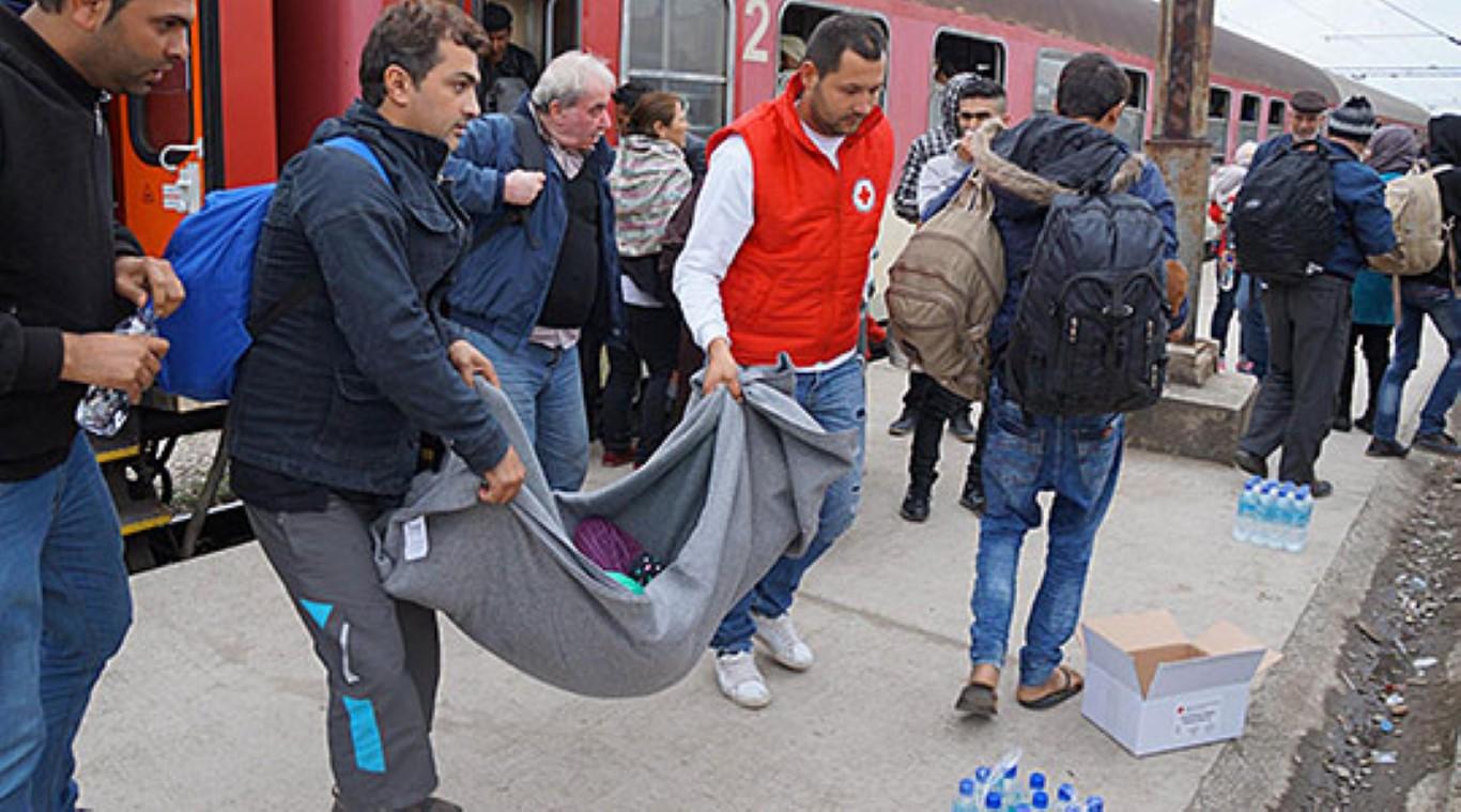 Црвениот крст активно им помага на мигрантите