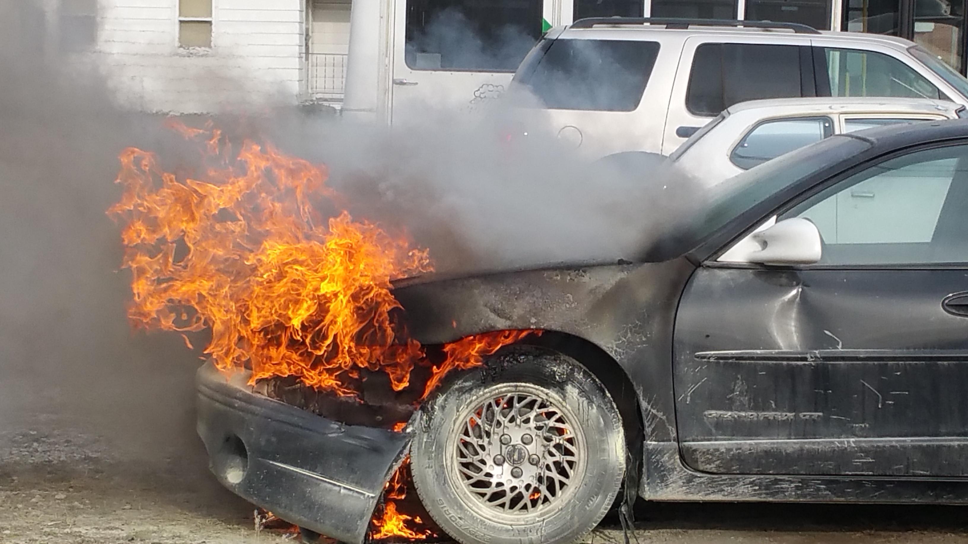 Опожарени десетина возила во Куманово