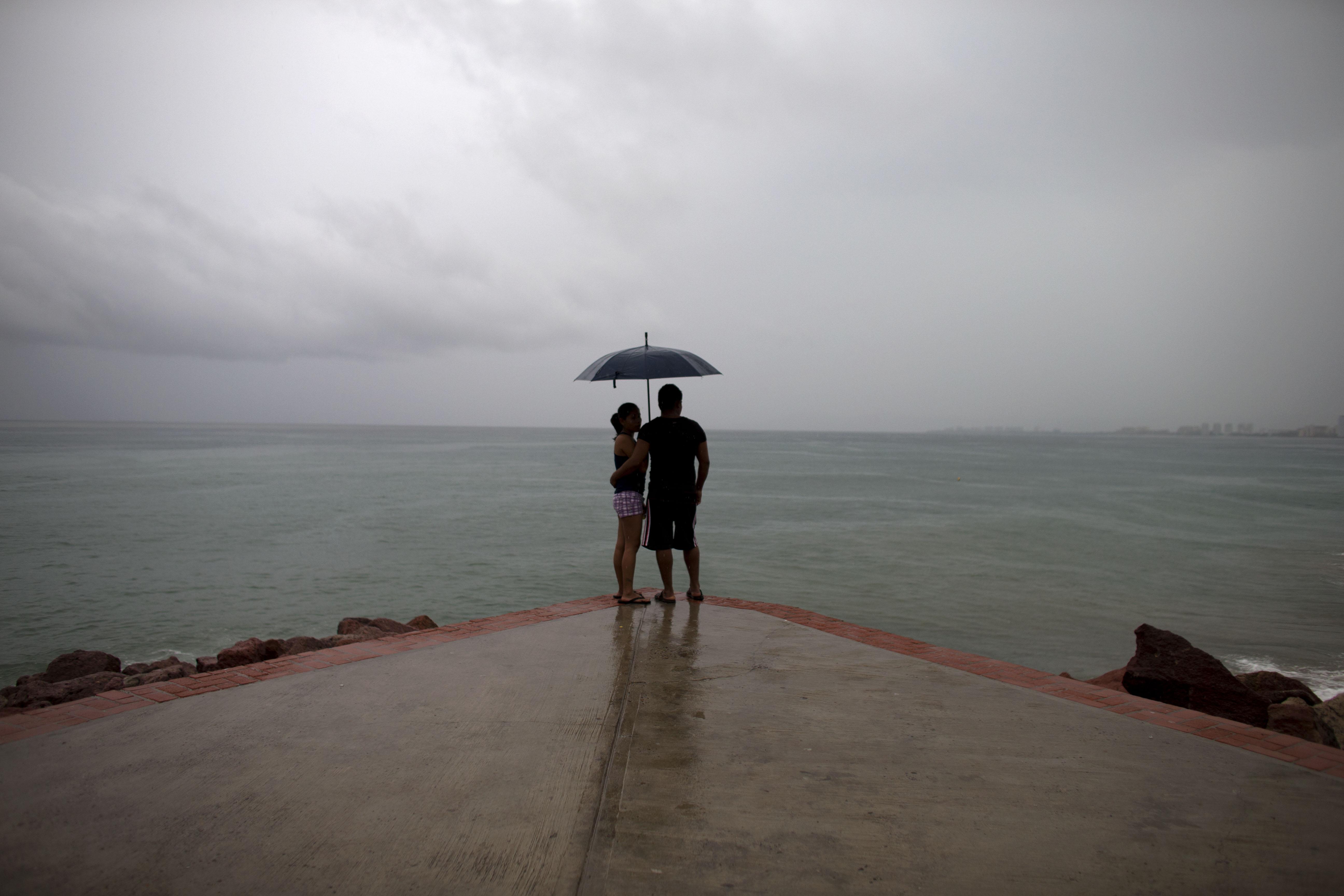 Најсилниот ураган во Мексико почна да губи на интензитет