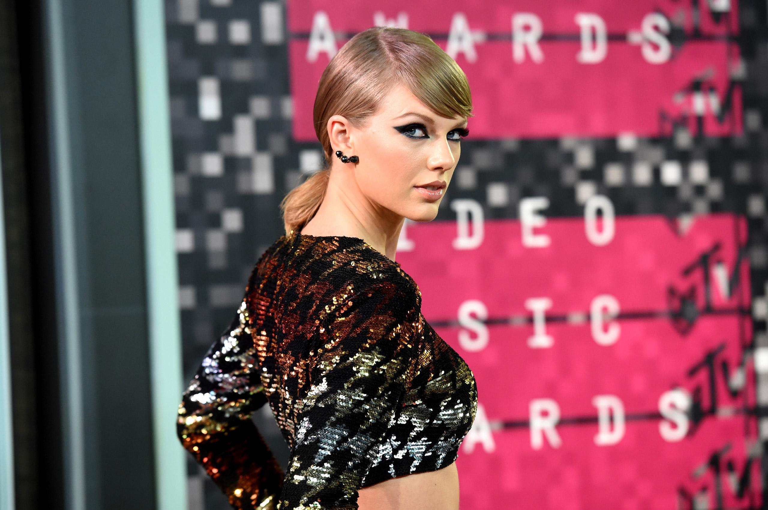 Тејлор Свифт најдобро платена пејачка во светот