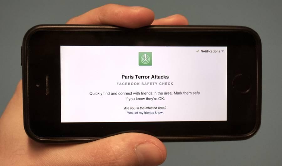 """Социјалните мрежи за нападот во Париз: Фејсбук активираше """"сигурносна ознака"""", Твитер помага во згрижување на најзагрозените"""