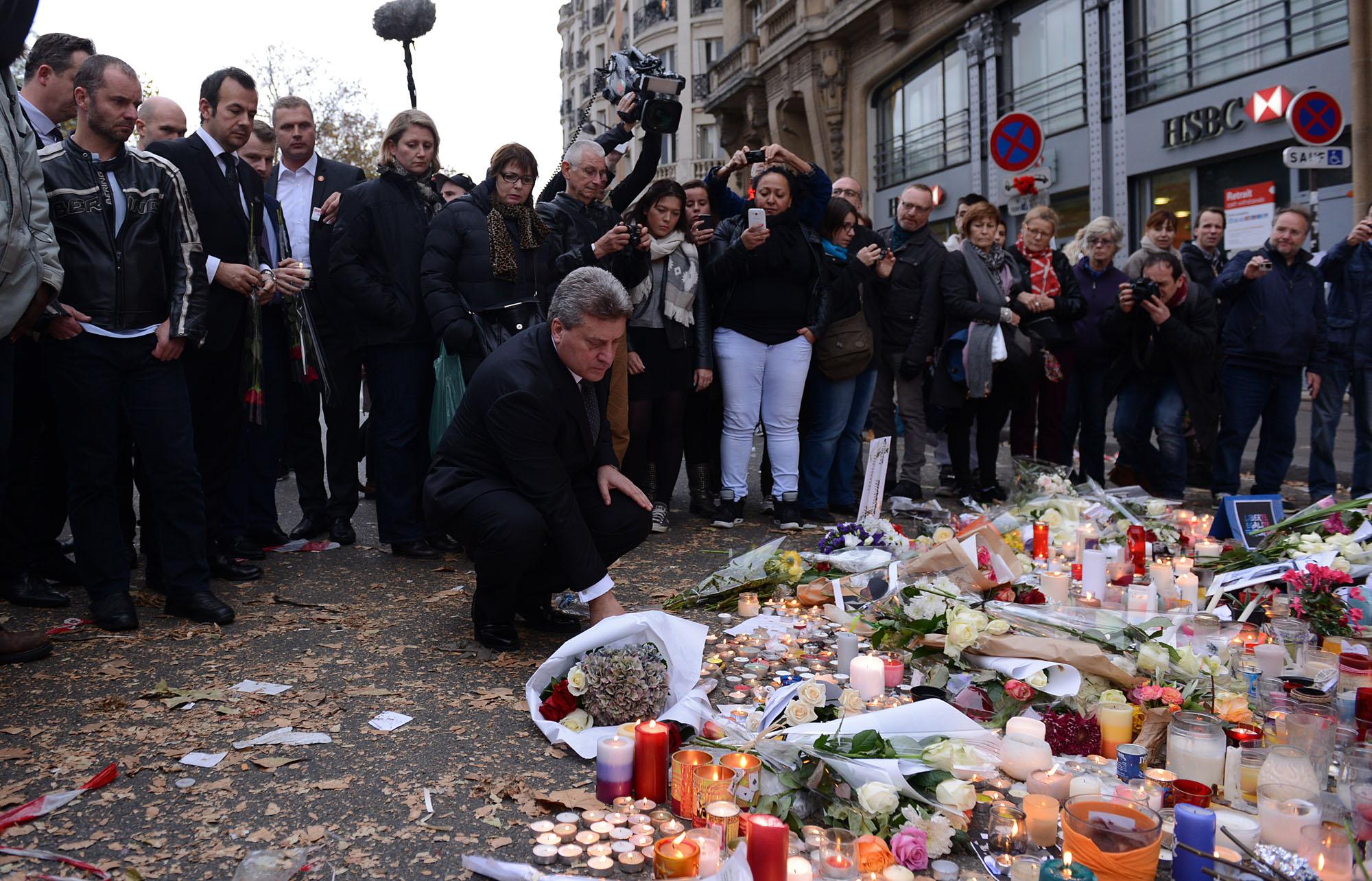ФОТОГАЛЕРИЈА: Иванов во Париз им оддаде почит на жртвите во терористичките напади