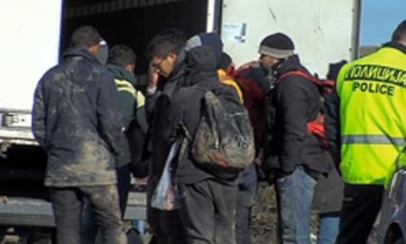 Откриени 96 мигранти во камион кај Гевгелија