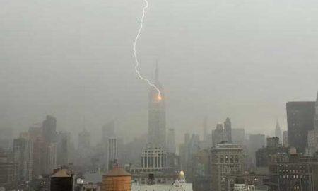 Кога гром ќе удри во Емпајр стејт билдинг (ВИДЕО)