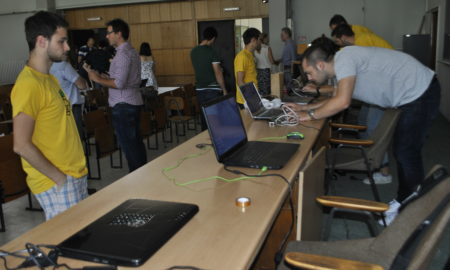 """ЛЕТНА ШКОЛА НА ФЕИТ: Учесниците програмираа """"интелигентни"""" функции за современите уреди"""