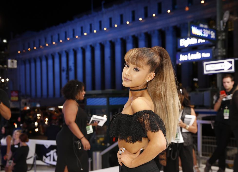 Ariana Grande arrives at the 2016 MTV Video Music Awards in New York