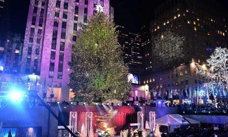 Божиќната елка блесна во Њујорк (ФОТО)