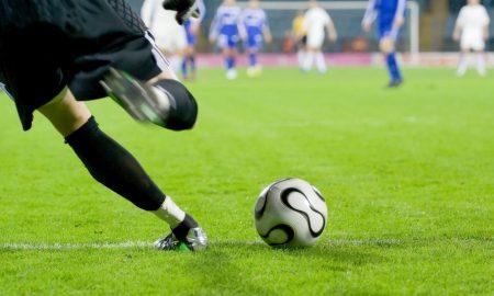 Фудбалер ја шутнал топката и ја пронашле 1.600 километри подалеку