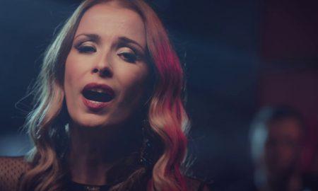 """НОВОГОДИШЕН ПОДАРОК: Слушнете го новиот сингл """"Ѕвона"""" на Каролина Гочева (ВИДЕО)"""