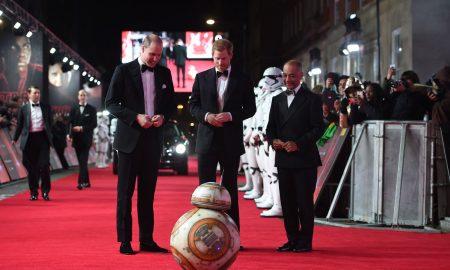 """Принцовите Вилијам и Хари на премиерата на """"Војна на ѕвездите"""" во Лондон"""