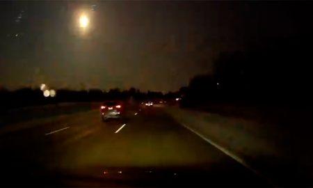 Метеор експлодира над небото на Мичиген (ВИДЕО)