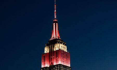 Емпајер Стејт Билдинг во Њујорк во боите на македонското знаме