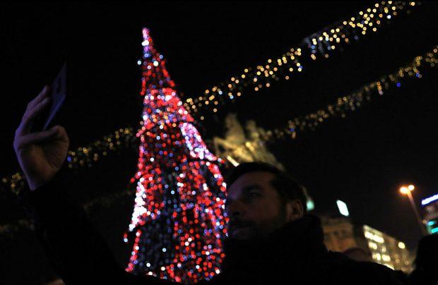 Скопје во празнична магија (ФОТОГАЛЕРИЈА)